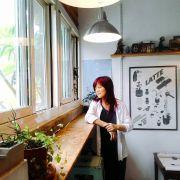鍾麗香「喜歡你 輕輕地」畫展 以東方媒材呈現東海校園小白花